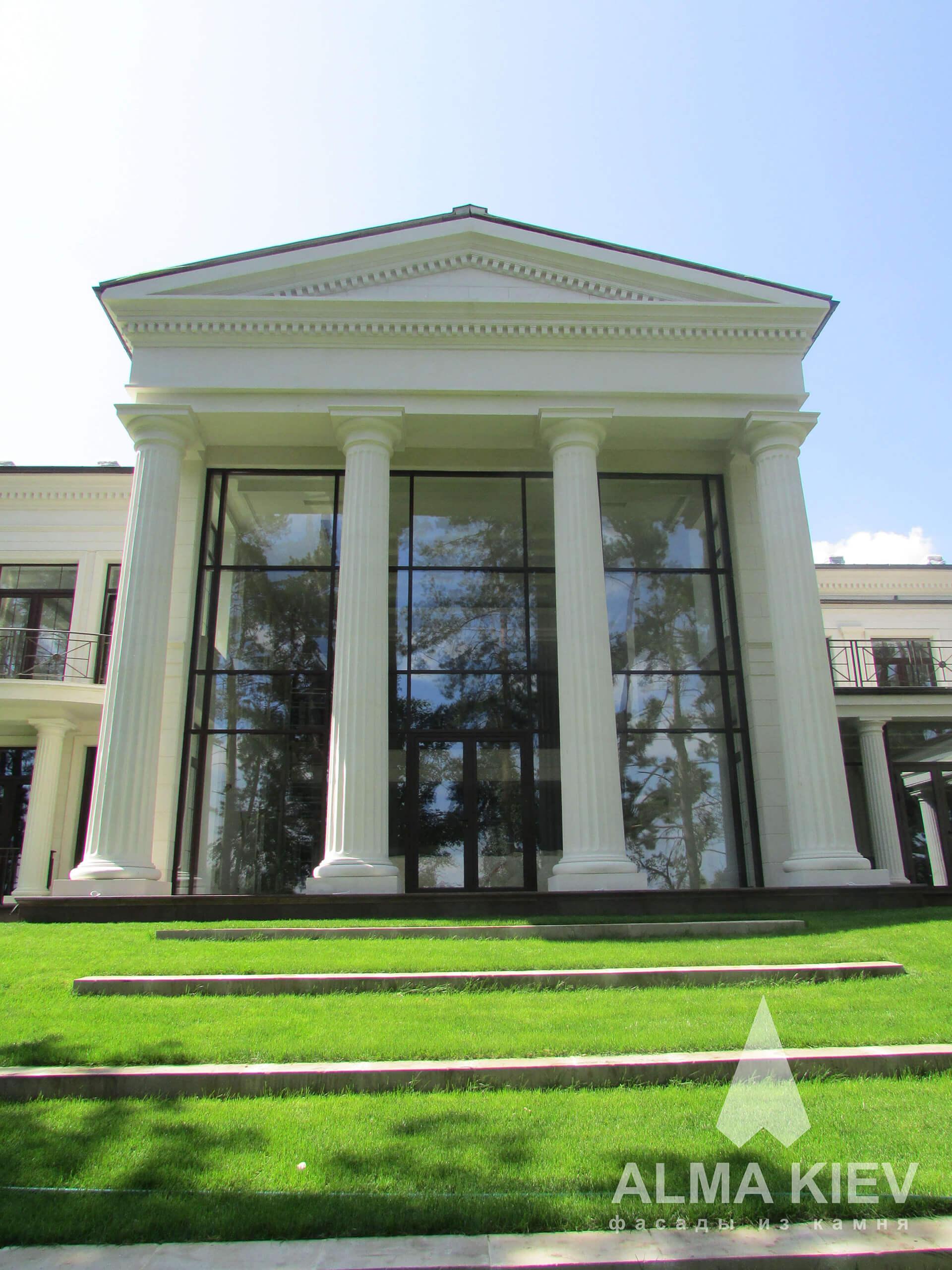 Заказать колоны из натурального камня заказать в Киеве ... искусственный камень в интерьере зала